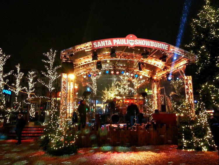 GoOnTravel.de: die Santa Pauli Showbühne