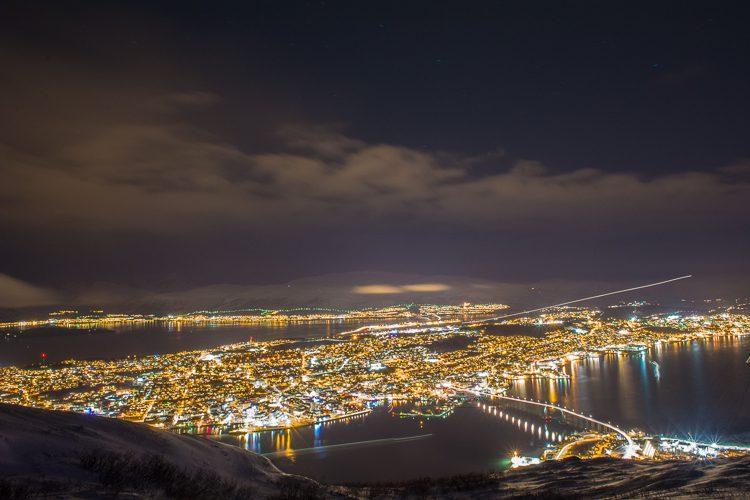 Blick von der Seilbahnstation auf Tromsö