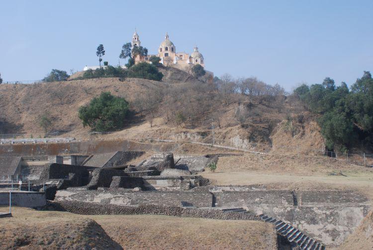 Die Pyramide und Kirche von Cholula