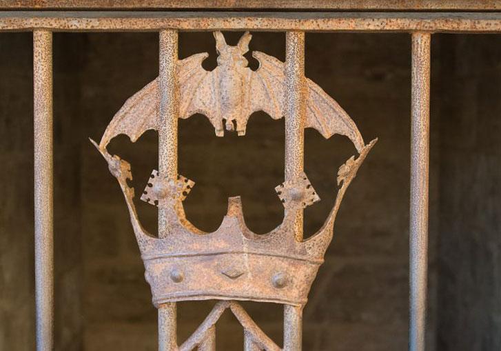 GoOnTravel.de: Die Fledermaus am Torres de Serranos