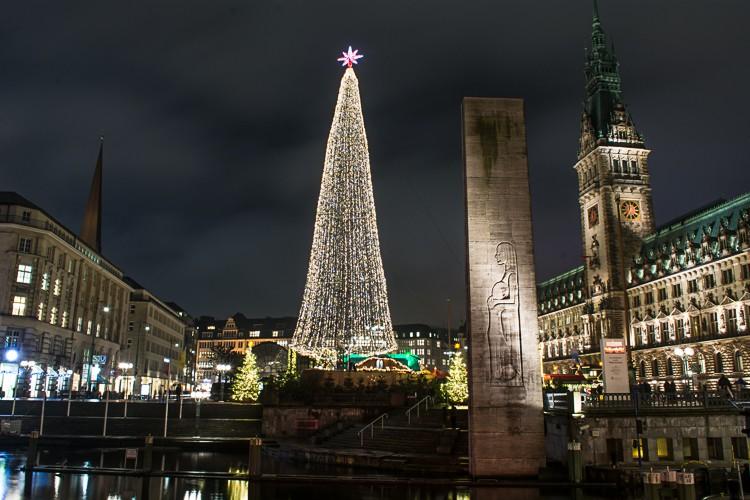 GoOnTravel.de: Hamburger Weihnachtsmarkt am Rathaus