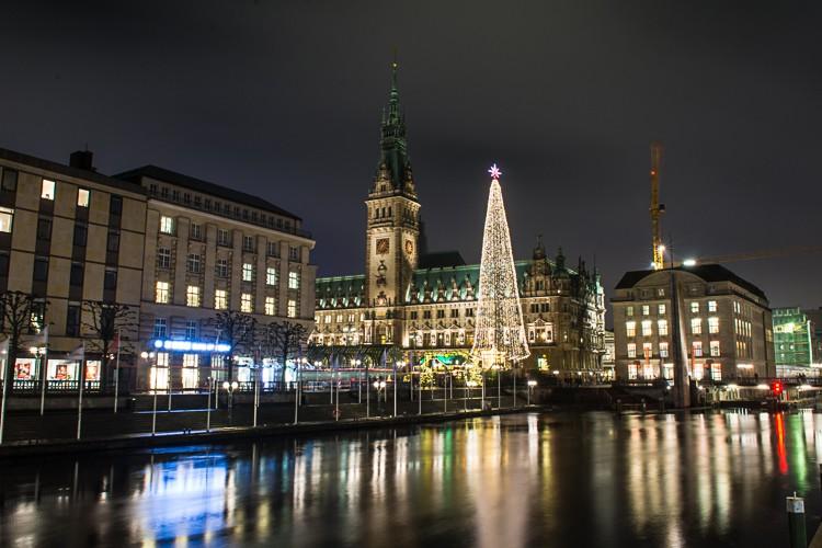 GoOnTravel.de: Weihnachtsmarkt auf dem Hamburger Rathausmarkt