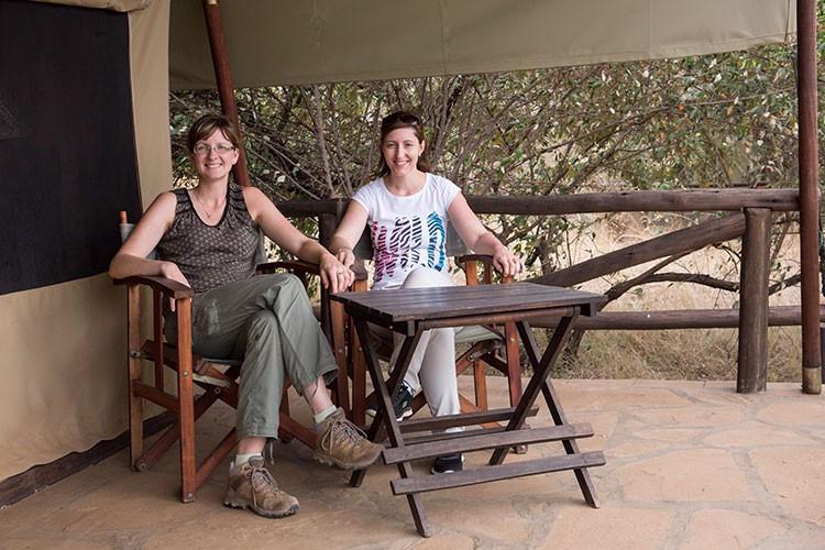 GoOnTravel.de: Relaxen auf der Terrasse vor dem Zelt