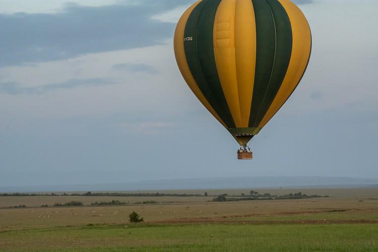 Im Heißluftballon über die Savanne