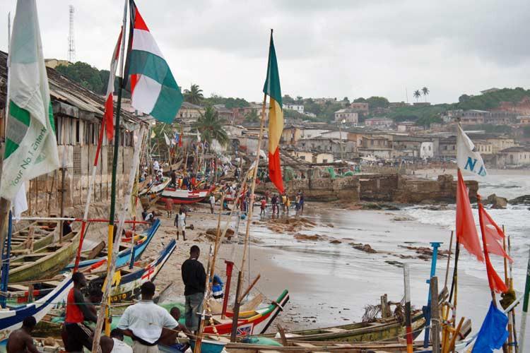 Am Strand von Cape Coast in Ghana