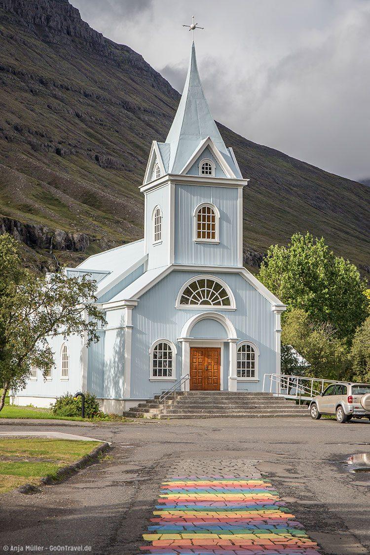 GoOnTravel.de: Die Kirche von Seydisfjordur in den Ostfjorden von Island