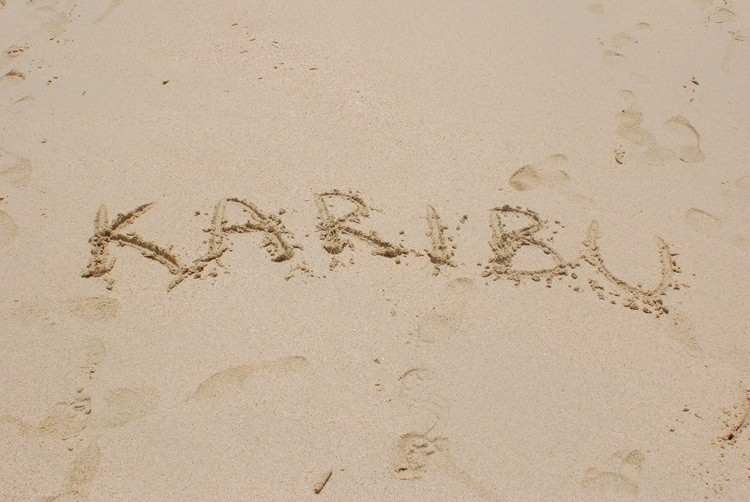 "Karibu heißt ""Willkommen"" (Swahili)"