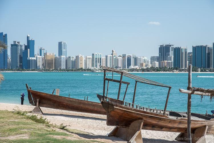 Skyline Abu Dhabi vom Heritage Village
