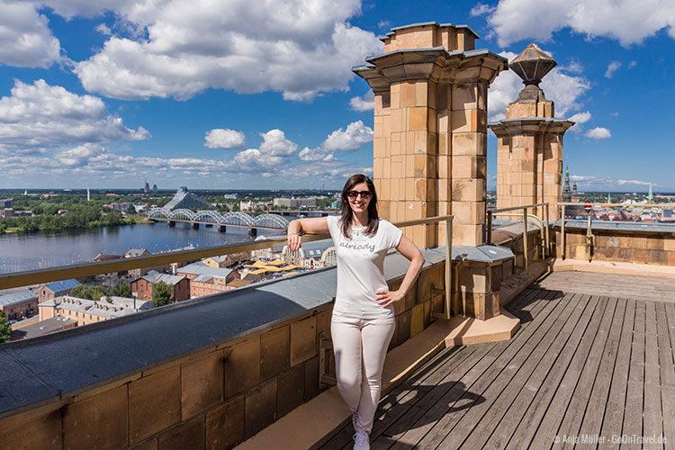 Auf dem Dach der Lettischen Akademie der Wissenschaften mit Blick auf die Lettische Nationalbibliothek und Eisenbahnbrücke