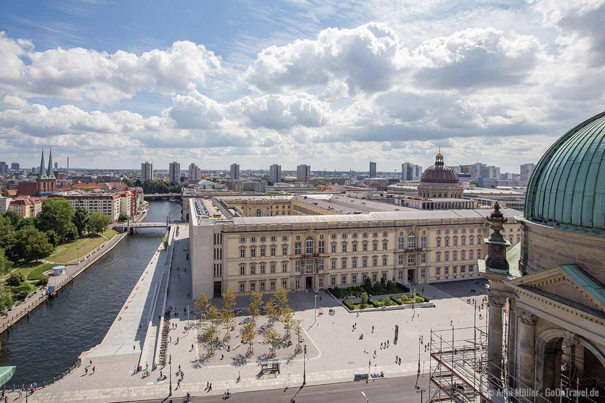 Vom Kuppelblick hast du einen tollen Blick auf das Stadtschloss und Humboldtforum
