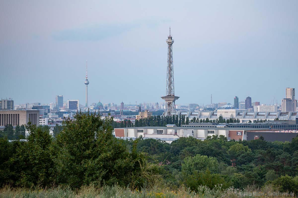 Berliner Fernsehturm und Funkturm vom Drachenberg aus