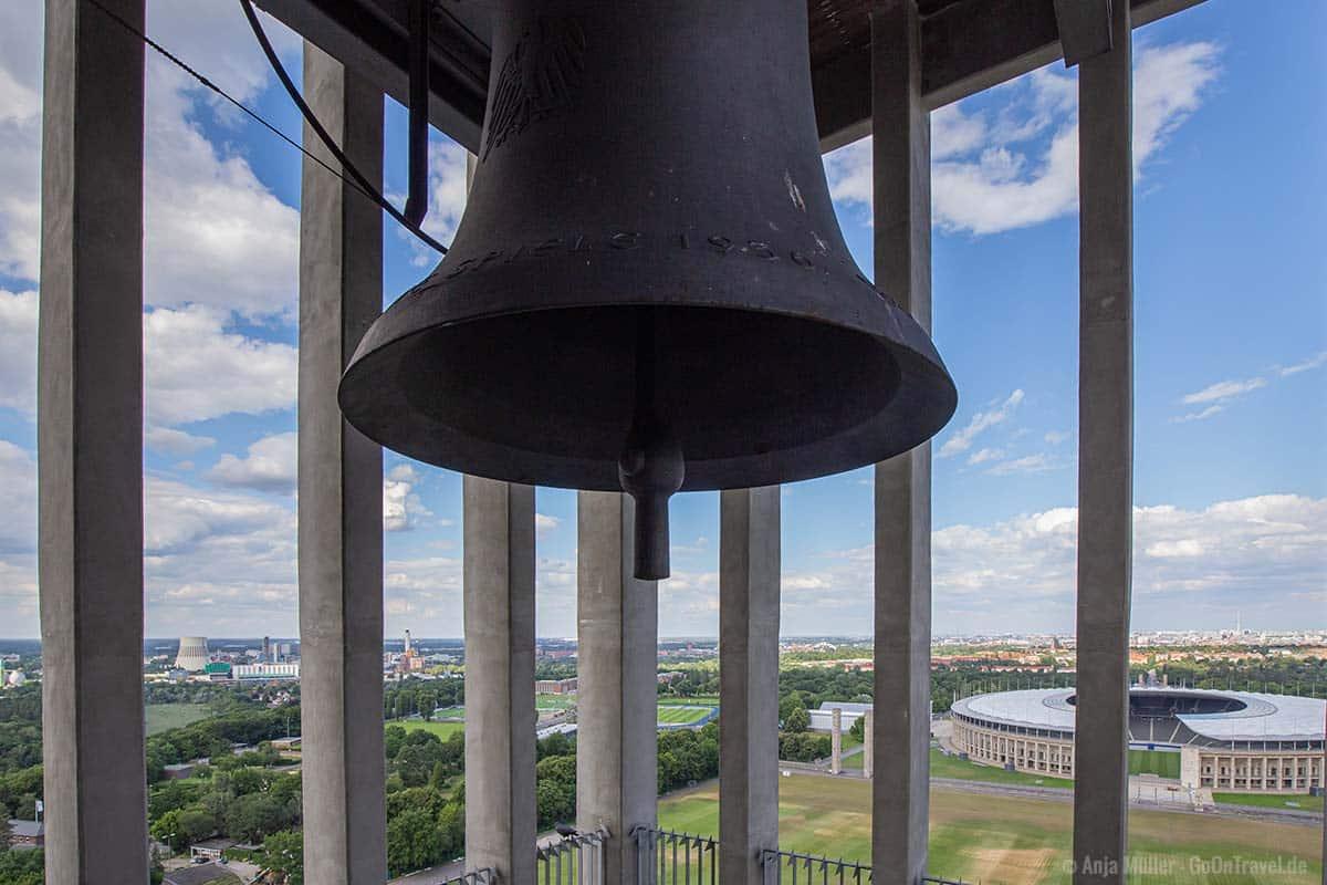 Beeindruckende 4,5 Tonnen schwere Glocke im Olympia-Glockenturm