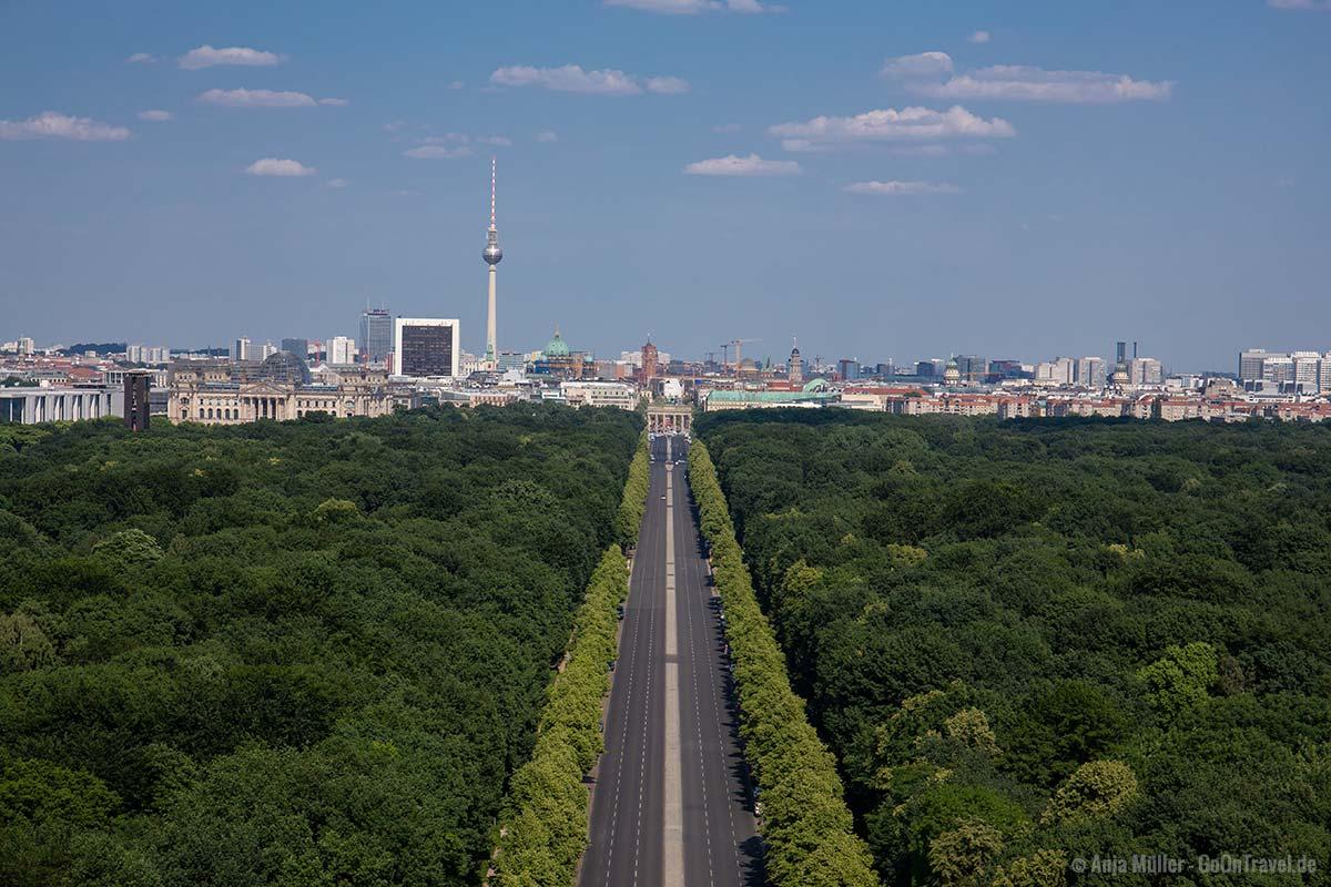 Blick von der Siegessäule auf den Tiergarten und Ostberlin