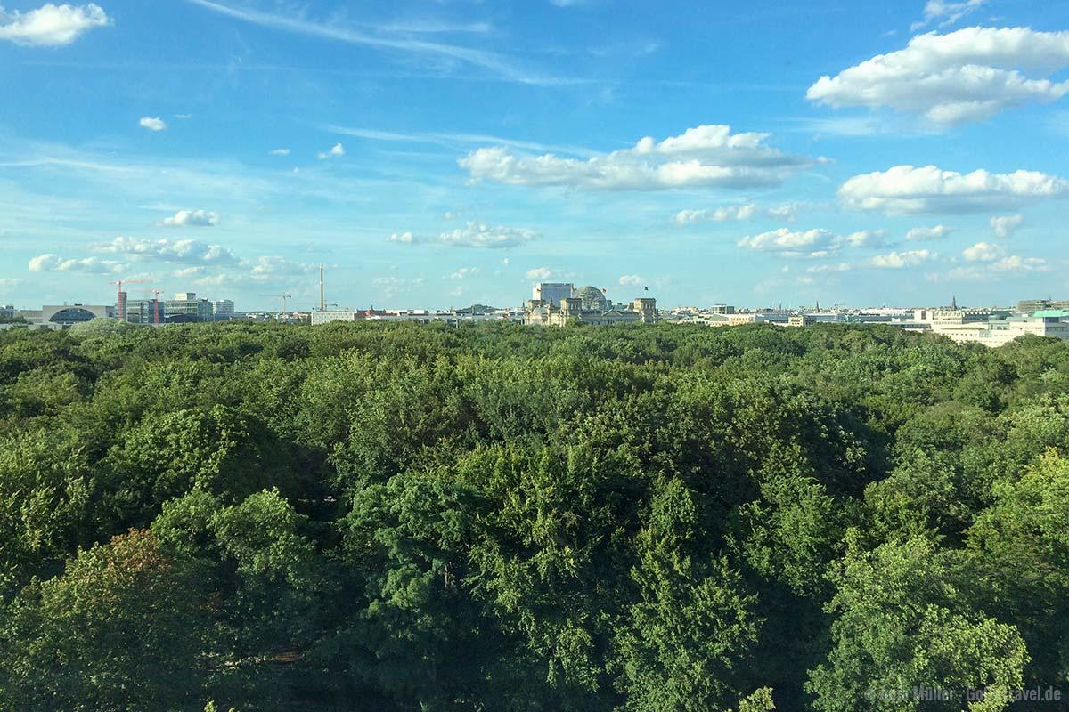 Blick auf den Tiergarten und Reichstag
