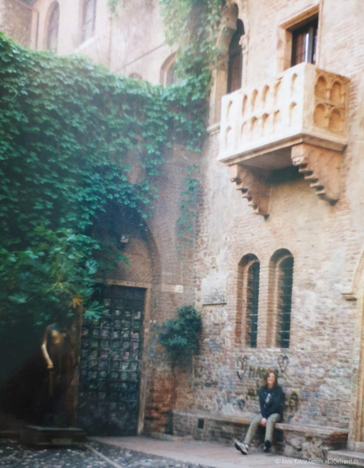 Reisen in den 90ern: kaum Besucher an Julia´s Balkon in Verona