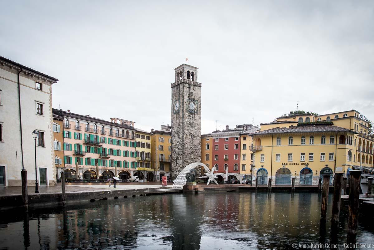 Wahrzeichen von Riva: Uhrturm Torre Apponale