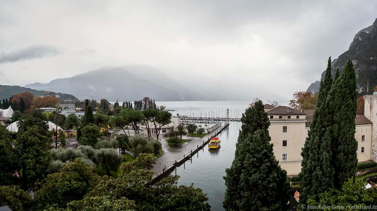 Gardasee bei Regen: Blick vom Grand Hotel Riva