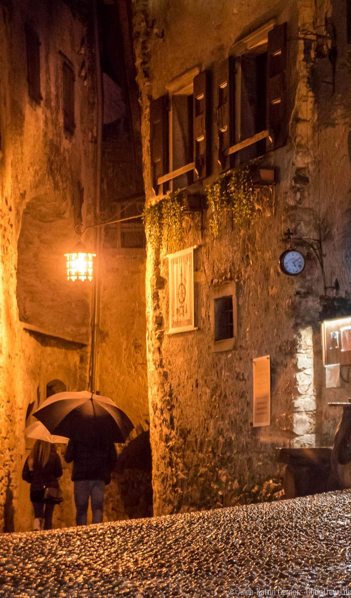Altstadt von Canale bei Regen