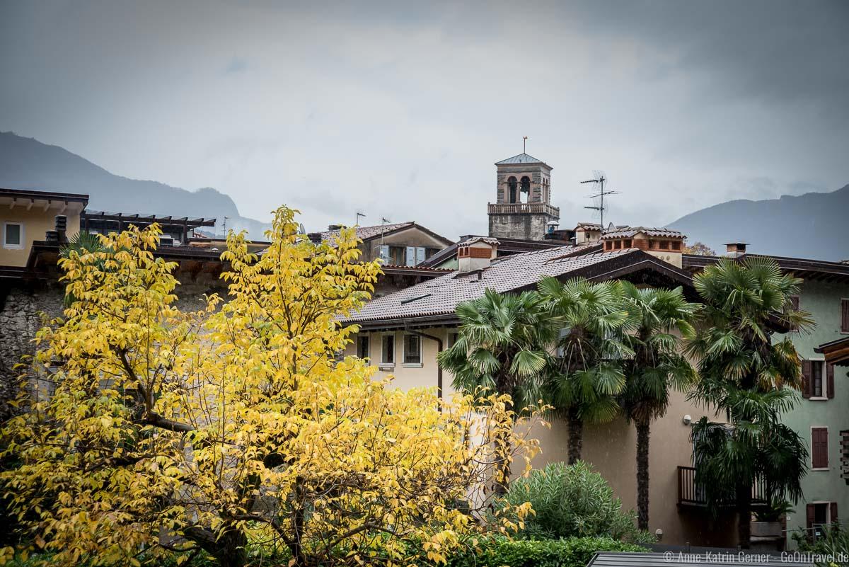 Riva ist auch bei Regen farbenfroh