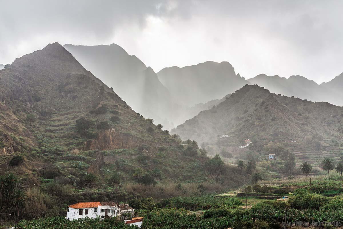Berge und Regen auf La Gomera