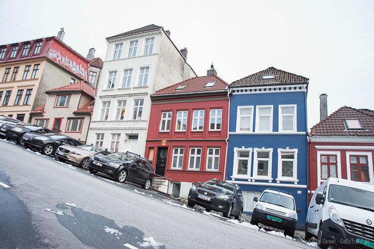 steile Straße in Bergen