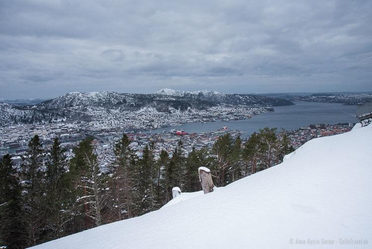 Bergen im Winter mit viel Schnee