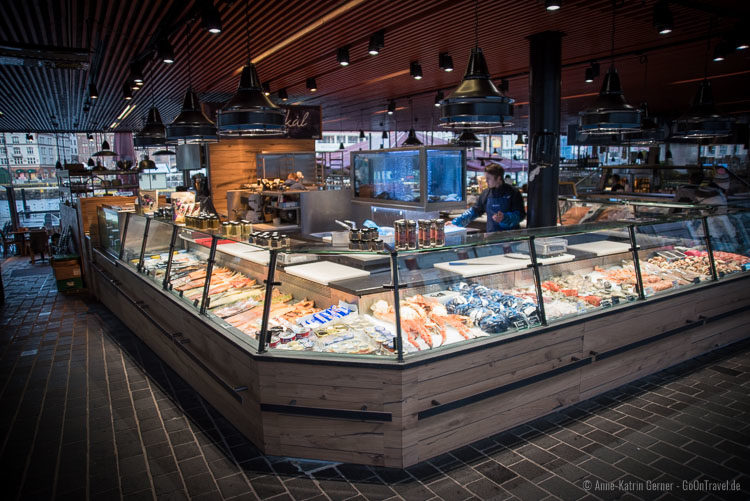 Fischtheke am Fischmarkt in Bergen