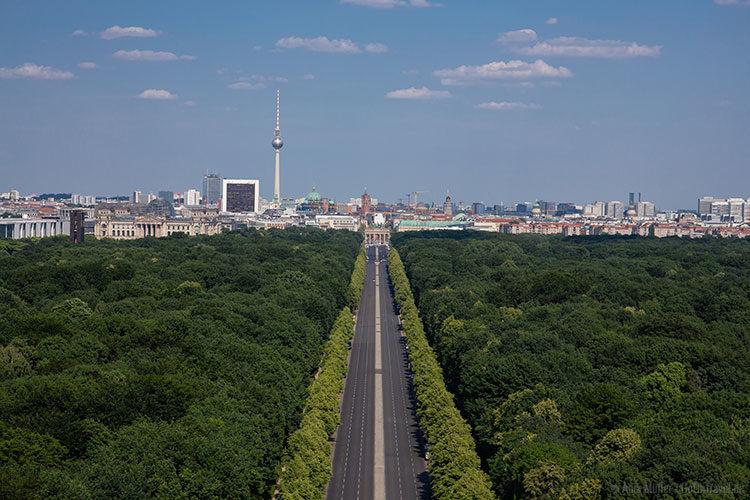 Blick von der Siegessäule auf den Tiergarten und Osten Berlin