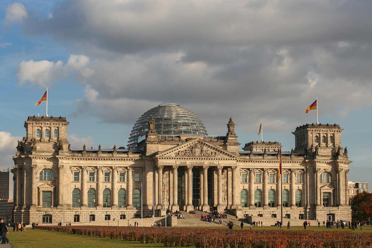 Der Berliner Reichstag ist einer der Top Sehenswürdigkeiten Berlin.