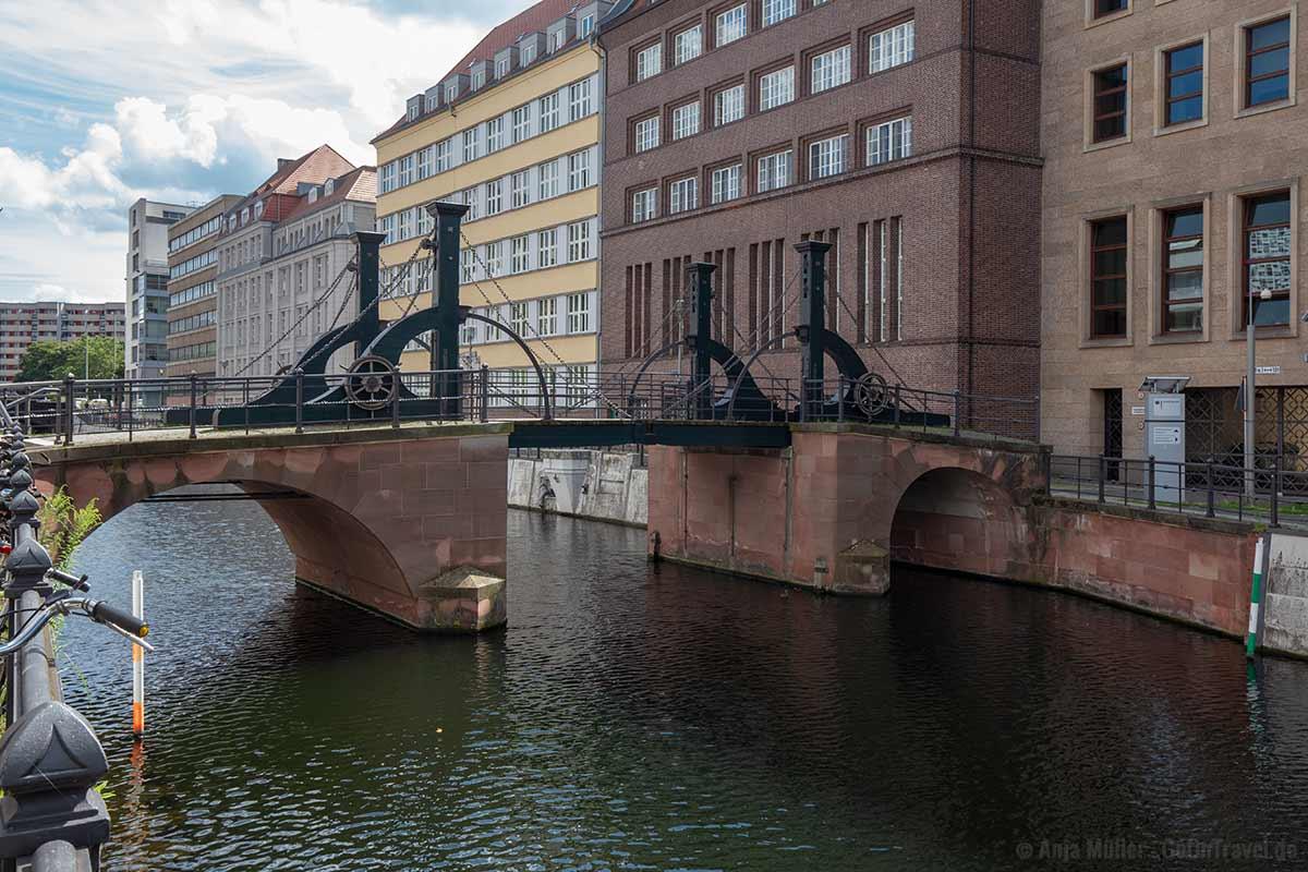 Jungfernbrücke - Berlins älteste erhaltende Brücke