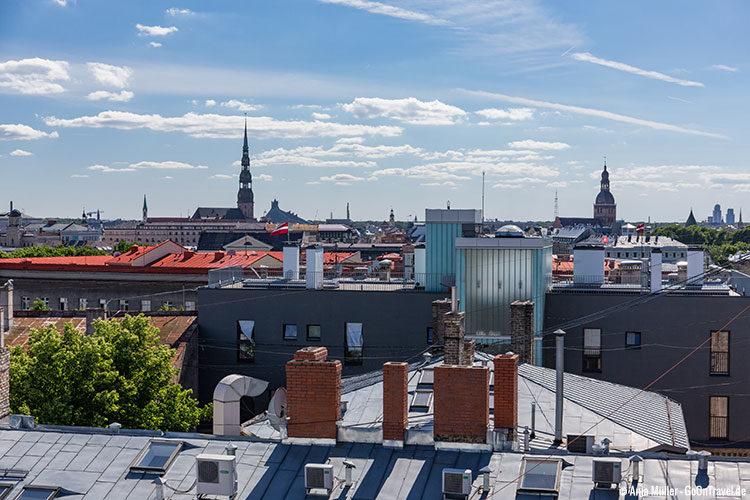 Blick von der Dachterrasse des Einkaufszentrums Galleria Riga