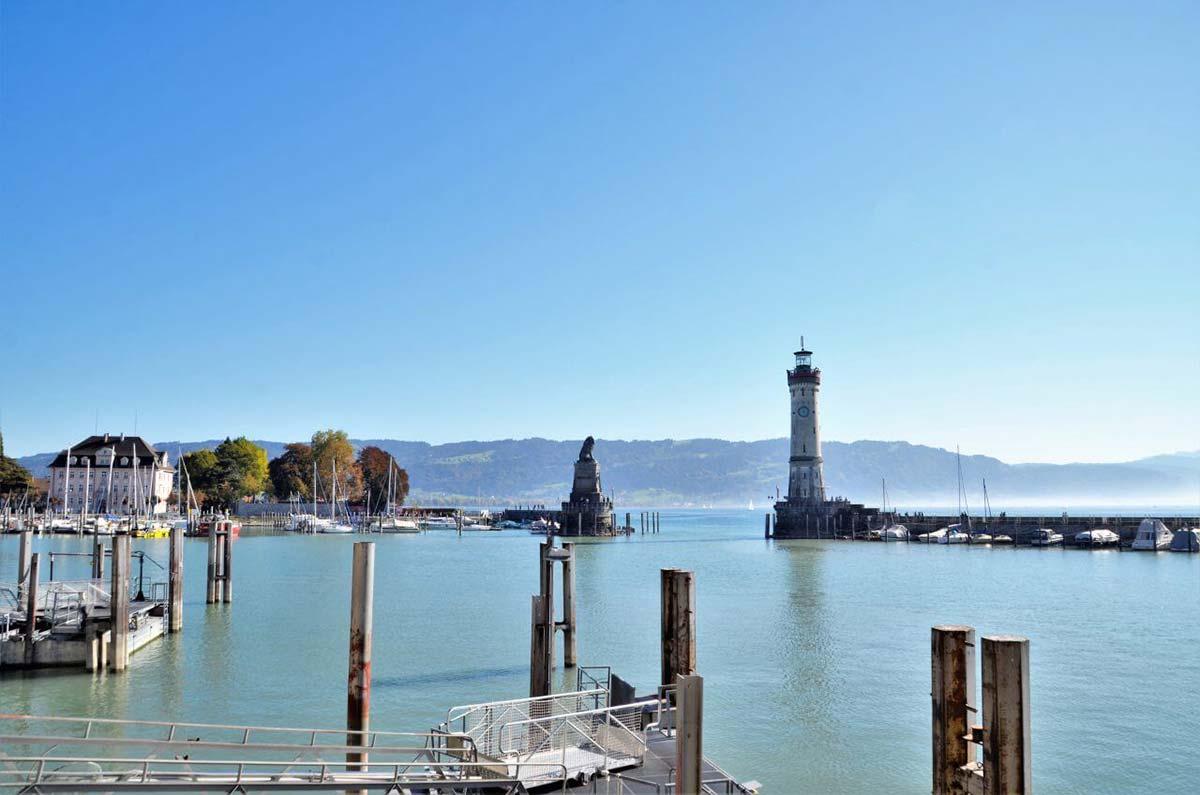 Der Bodensee vom Lindauer Hafen aus