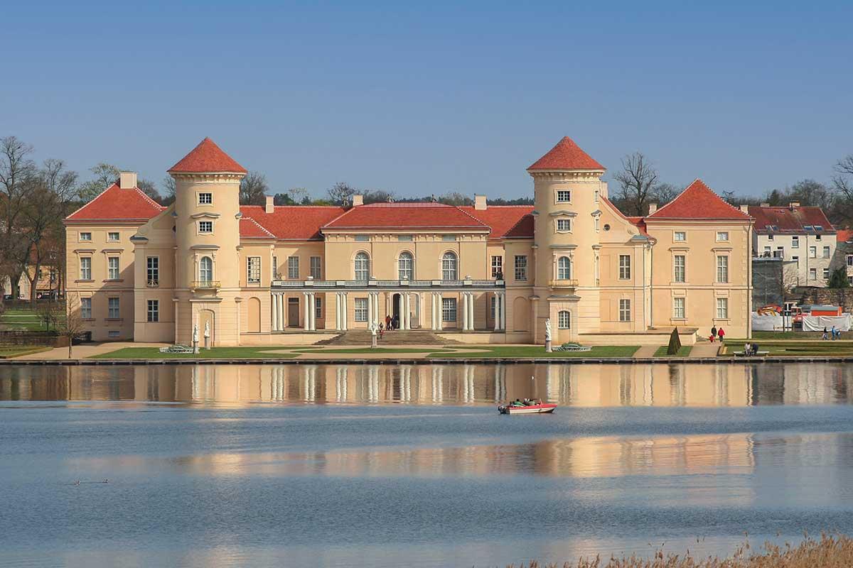 Schloss Rheinsberg mit Grienericksee