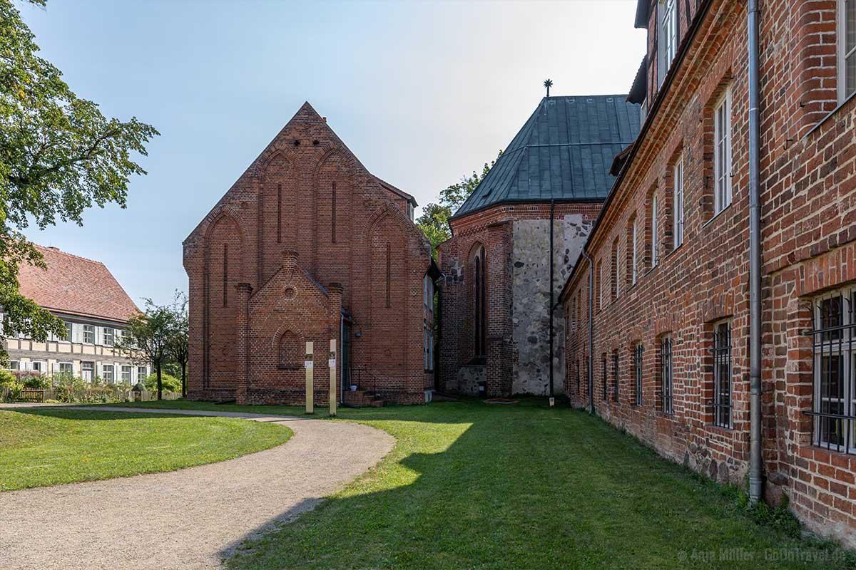 Kloster Stift mit Wohnhäusern