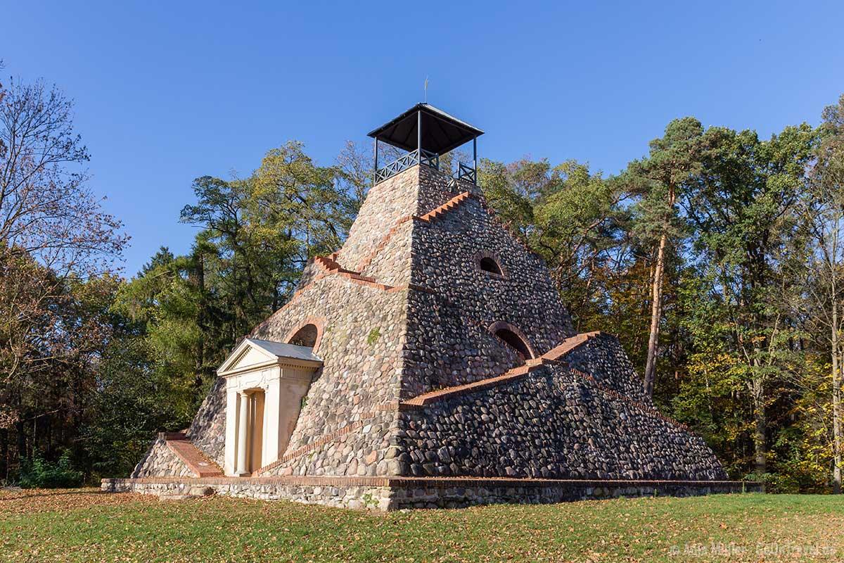 Pyramide bei Garzau