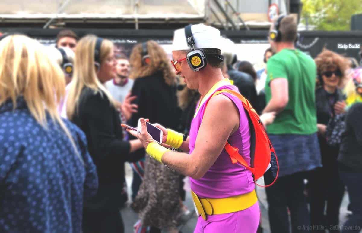 Guru Dudu organisiert die Silent Disco Walking Tours