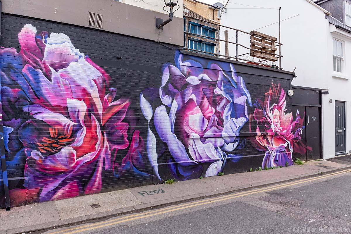 Bunte Blumen als Street Art