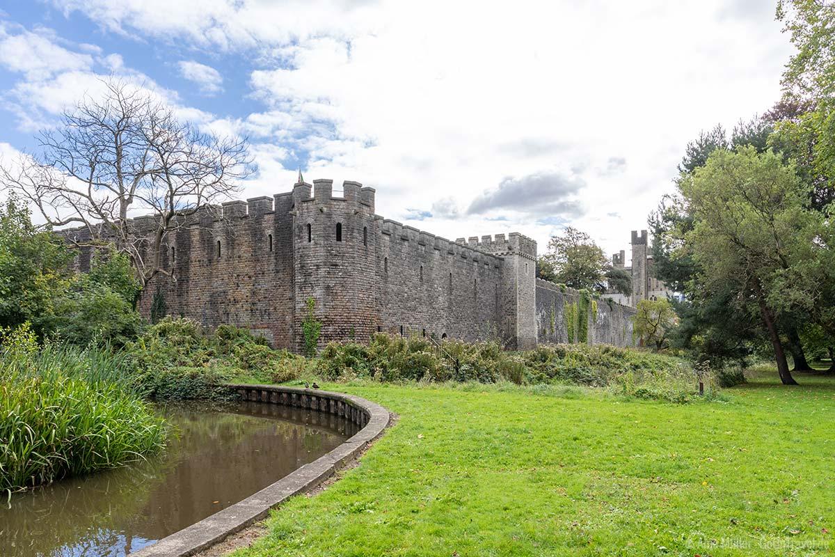 Blick auf das Cardiff Castle vom Bute Park