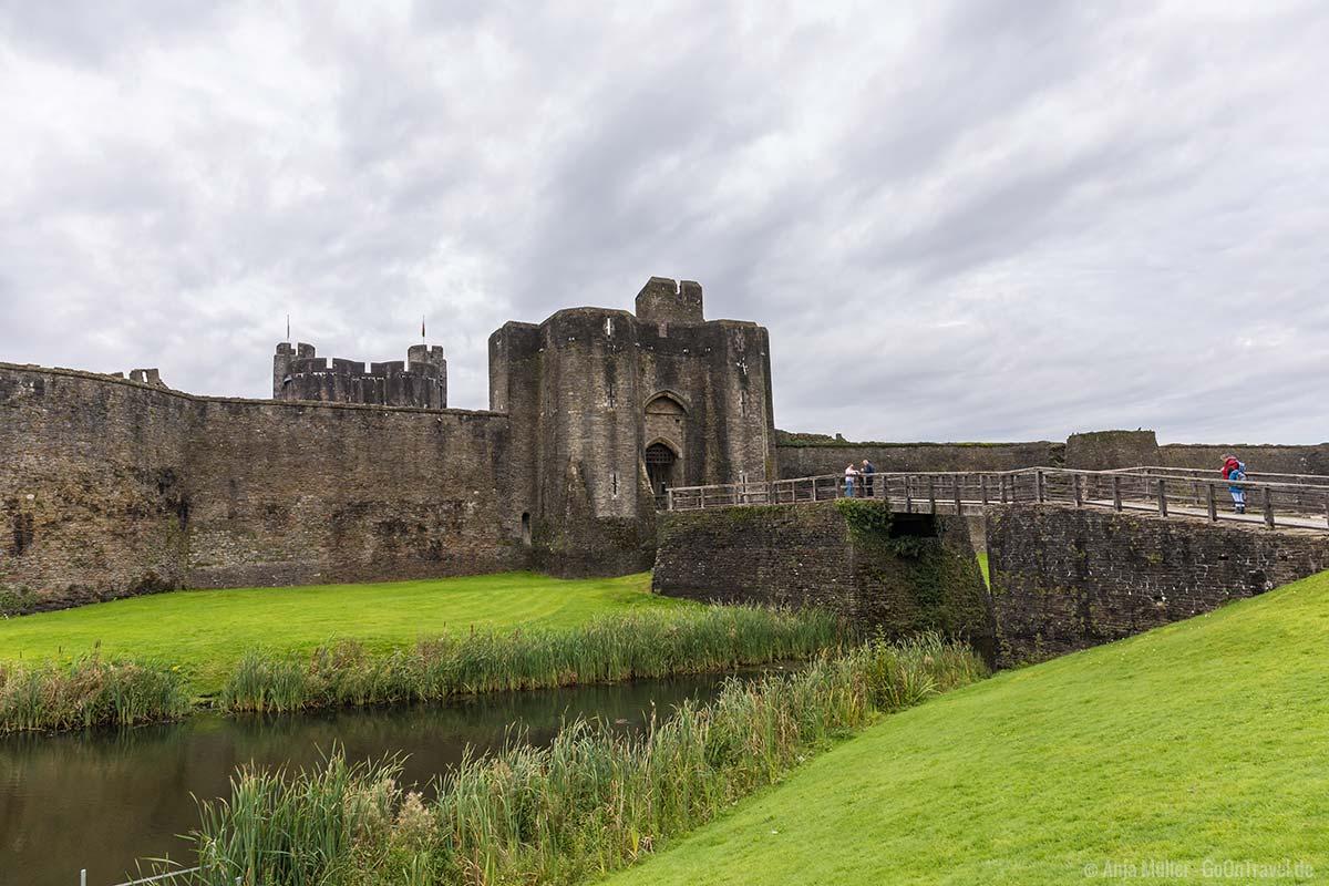 Eingang zum Caerphilly Castle