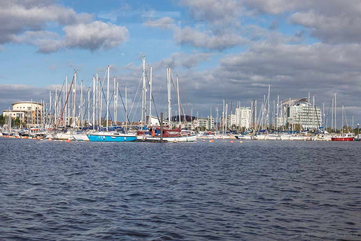 Der Cardiff Yacht Club vom Wasser aus