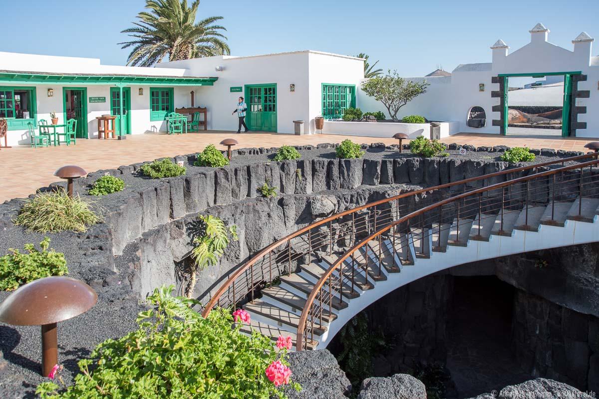 Die Treppe führt ins unterirdische Restaurant