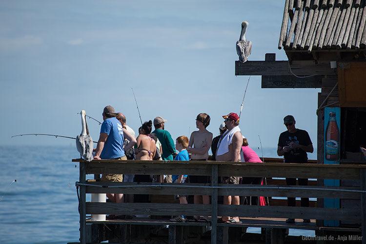 Angler auf dem Cocoa Beach Pier