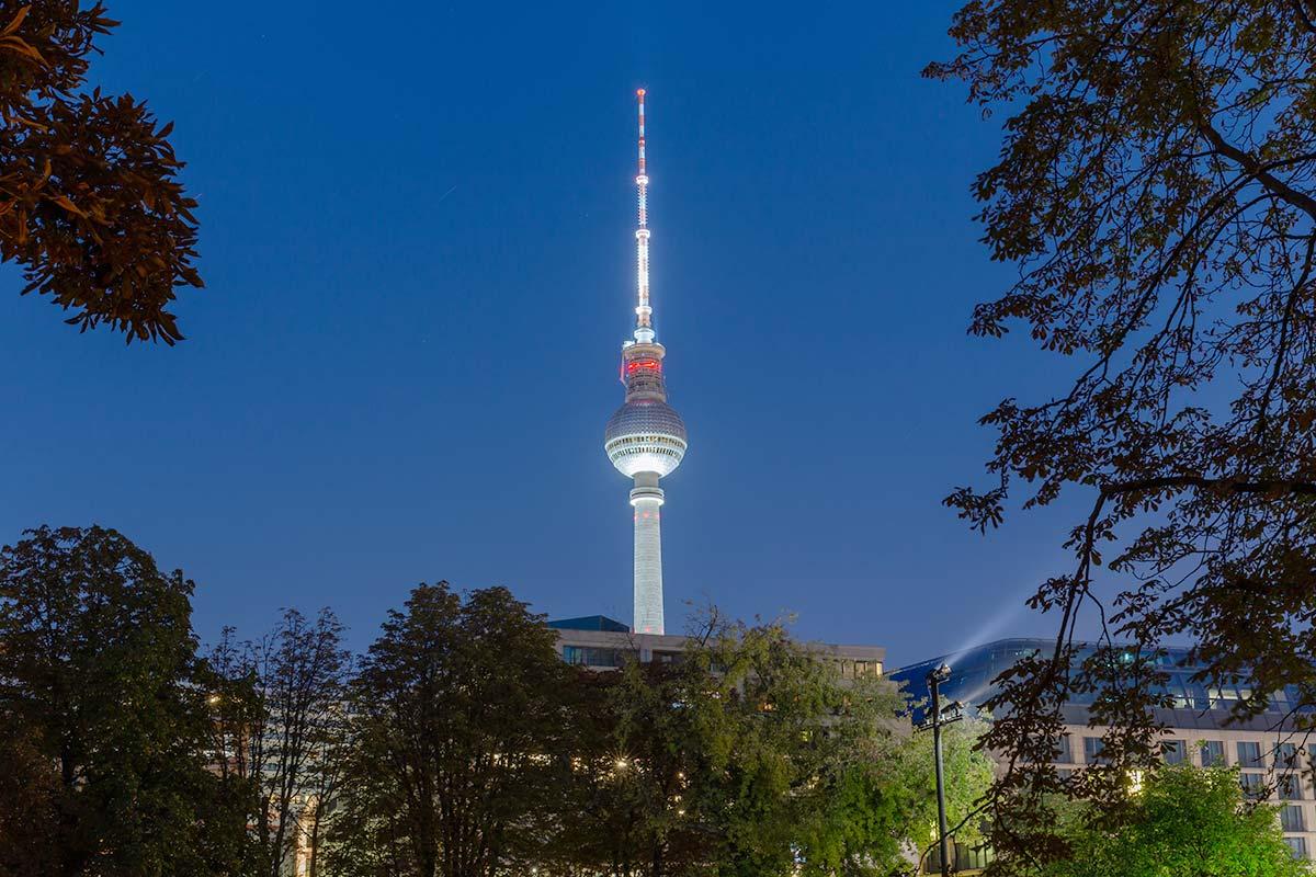 Der Fernsehturm am Abend