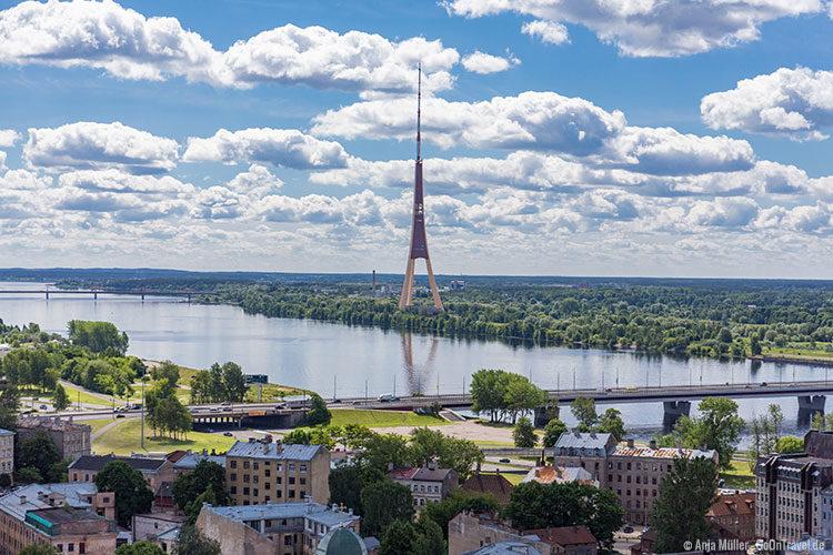Blick auf den Fernsehturm von Riga
