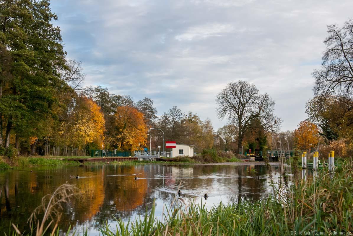 Heegermühle Schleuse im Herbst