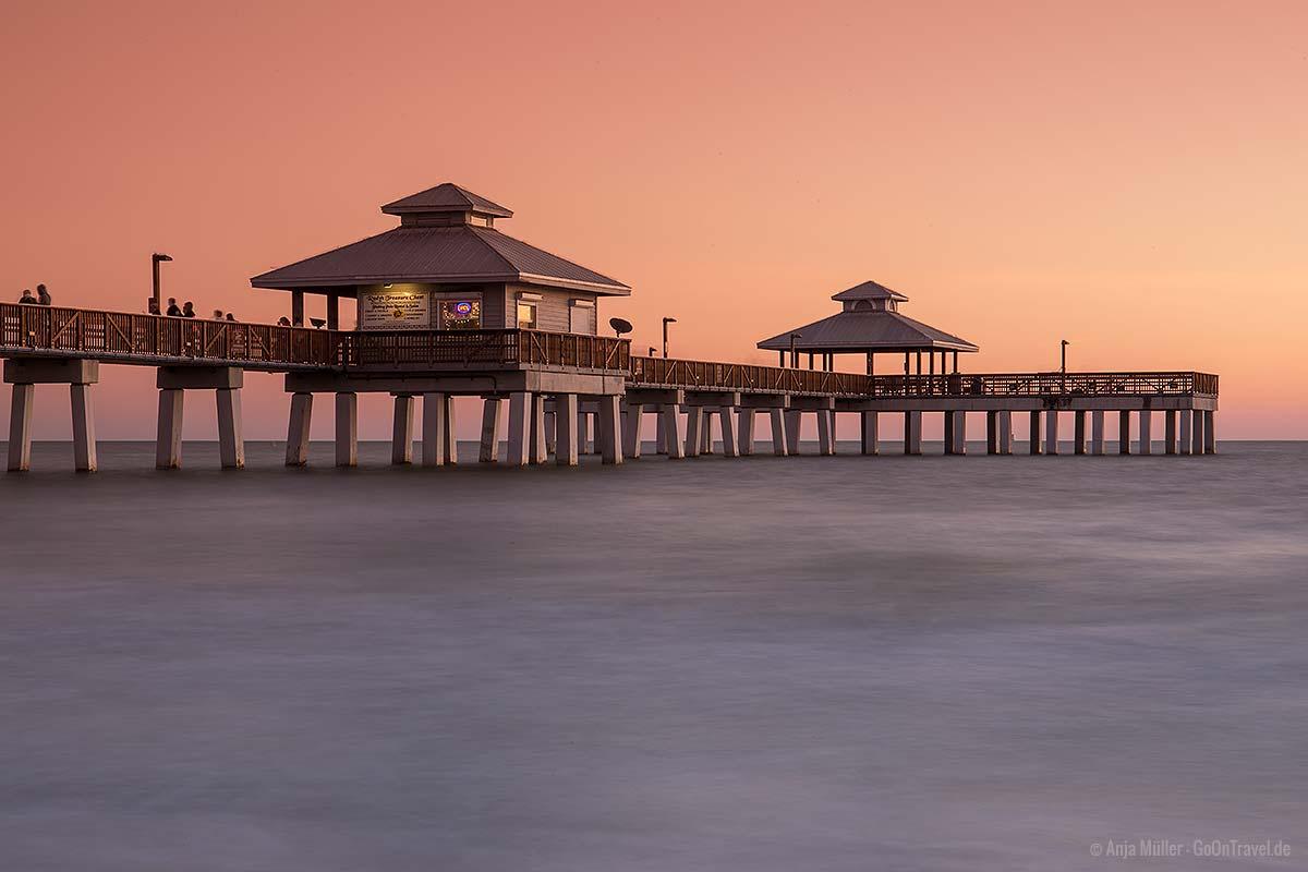 Fort Myers Pier zum Sonnenuntergang