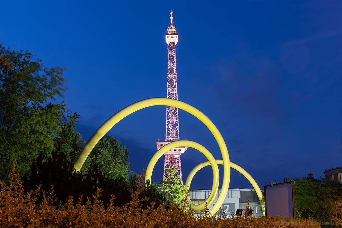 Berliner Funkturm in Berlin bei Nacht