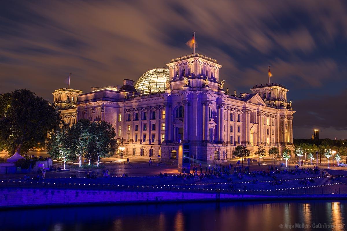 Auch der Reichstag ist ein schönes Fotomotiv in Berlin bei Nacht