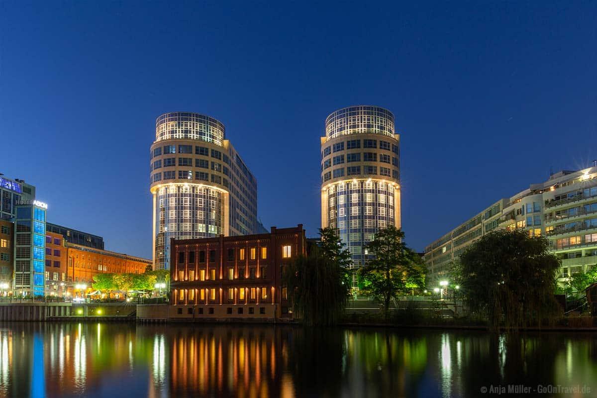 Spreebogen in Berlin bei Nacht