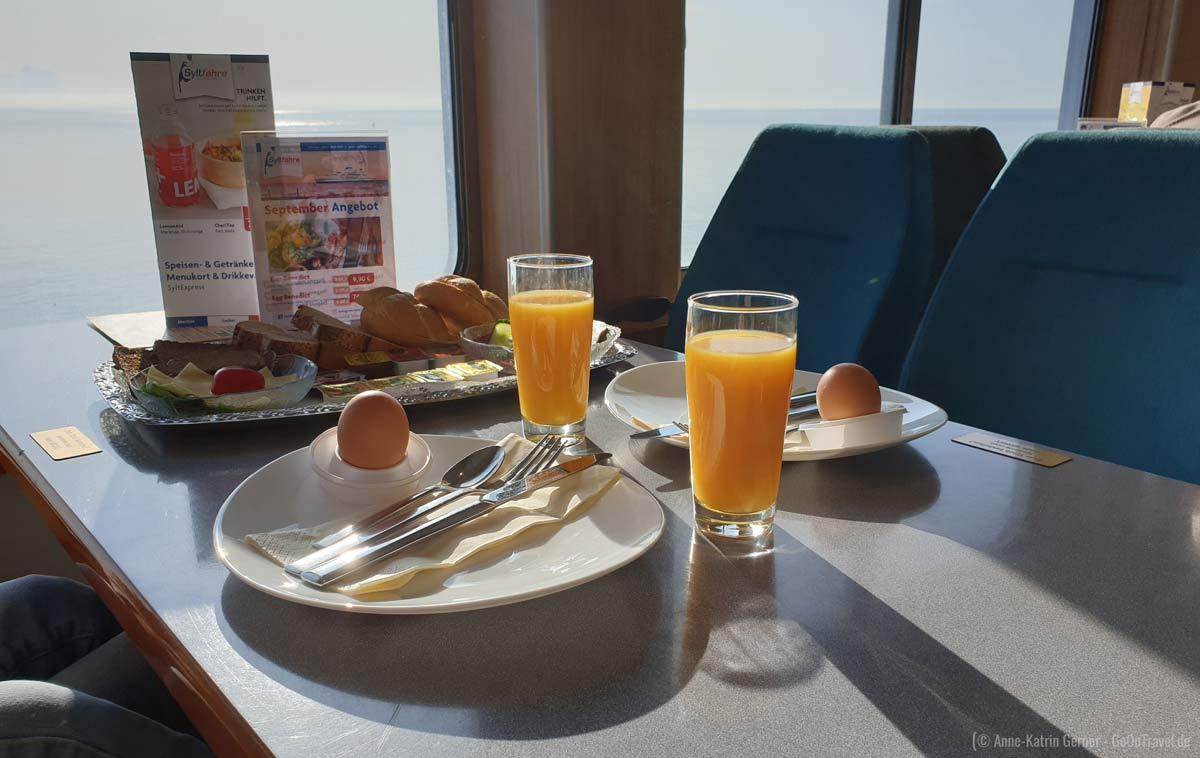 Frühstück auf der Syltfähre